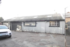 WAREHOUSE & OFFICES IN BLACKFEN TO LET